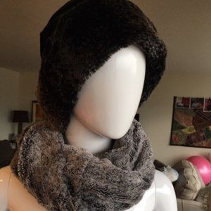 ROOTS INFINITY SCARF & LOVELY HAT